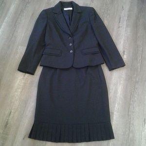 Tahari Arthur S Levine Black Skirt/Blazer Set